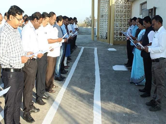 Anil Sadawarte, Vijay Amritkar Excellent staff | अनिल सदावर्ते, विजय अमृतकर उत्कृष्ट कर्मचारी, राज्य घटनेच्या उद्देशिकेचे सामूहिक वाचन
