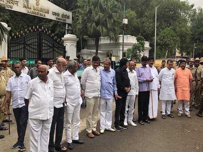 Karnataka crisis: The Supreme Court said, we will consider the issue on Tuesday. | कर्नाटकातील सत्तासंघर्ष कायम, बंडखोरांच्या राजीनाम्यावर मंगळवारी होणार सुनावणी