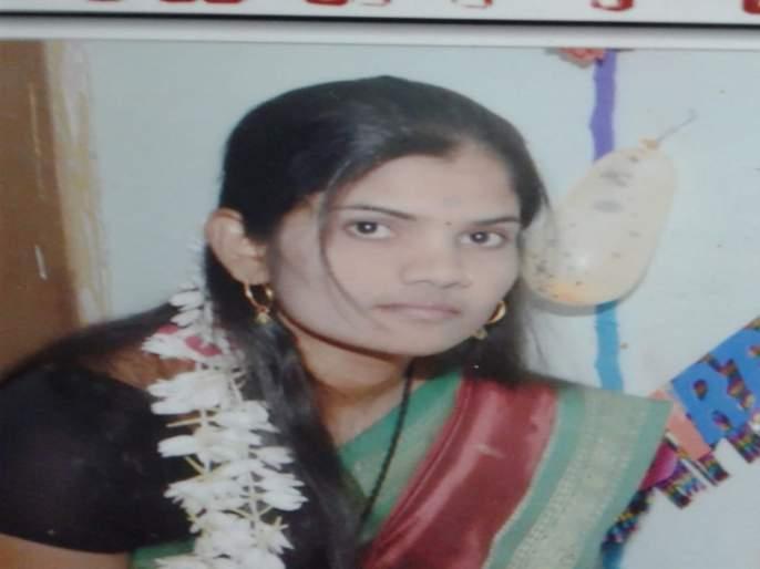 interview of rekha pofalkar in buldhana | आधुनिक काळातही विधवा, निराधार महिला उपेक्षीत!