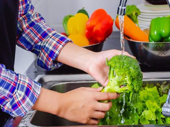 Coronavirus : How to sanitize vegetables and fruits with homemade sanitizer to prevent coronavirus | Coronavirus : भाज्यांवरील कोरोना दूर करण्यासाठी वापरा 'हे' होममेड सॅनिटायजर, वाचा कसं कराल तयार?