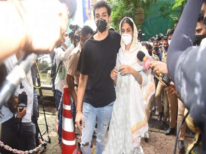 Rhea Chakraborty and her brother Showik could be sentence 10 to 20 years as agency   ड्रग्स केसमध्ये रिया आणि शौविकला किती वर्षांची शिक्षा होऊ शकते? NCB ने केला खुलासा...