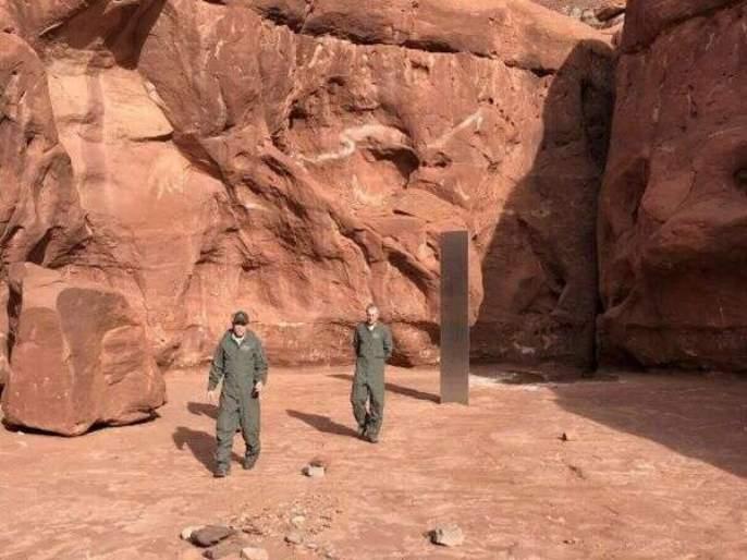 Mysterious metal monolith found in remote utah people are shocked on twitter   काय सांगता! वाळवंटाच्या मधोमध सापडला एक रहस्यमय धातुचा खांब, लोक म्हणतात - हे एलियनचं काम आहे!
