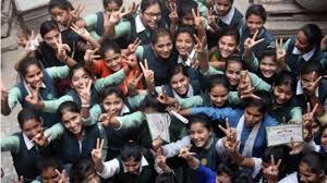 Girls win the third year B.Com session | तृतीय वर्ष बी कॉम सत्र सहाच्या निकालात मुलींची बाजी