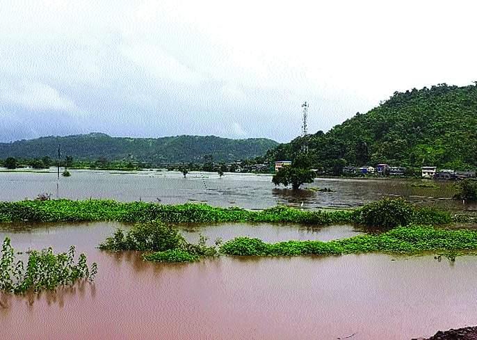 Flood water of Savitri river in Mahad city | सावित्री नदीच्या पुराचे पाणी महाड शहरात