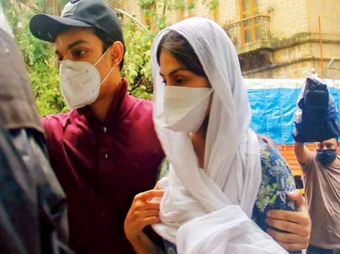 Sushant Singh Rajput Death Case ED Seizes Rhea Chakraborty And Familys Mobile Phones | Sushant Singh Rajput Death Case: ईडीकडून रिया चक्रवर्ती, भाऊ, वडिलांचे मोबाइल, लॅपटॉप जप्त