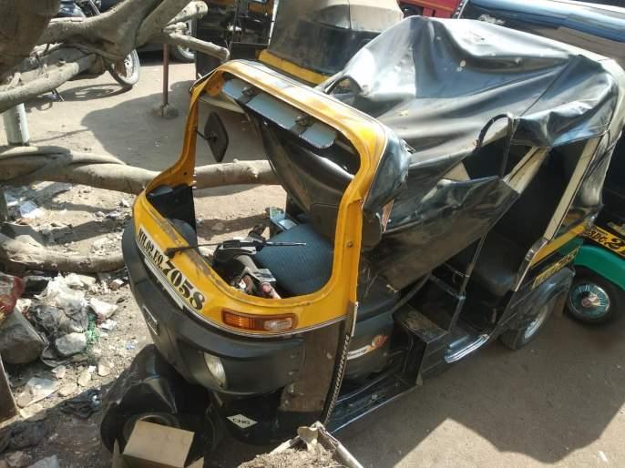 The death of the autorickshaw driver due to collapses part of the under construction building   बांधकाम सुरु असलेल्या इमारतीचा भाग कोसळून रिक्षाचालकाचामृत्यू