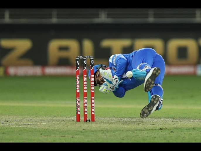 KXIP vs DC Latest News : Rishabh Pant tried like KL Rahul ( MIvKXIP super over) to out Pooran but got failed | KXIP vs DC Latest News : लोकेश राहुलची कॉपी करायला गेला अन् रिषभ पंतची झाली फजिती!