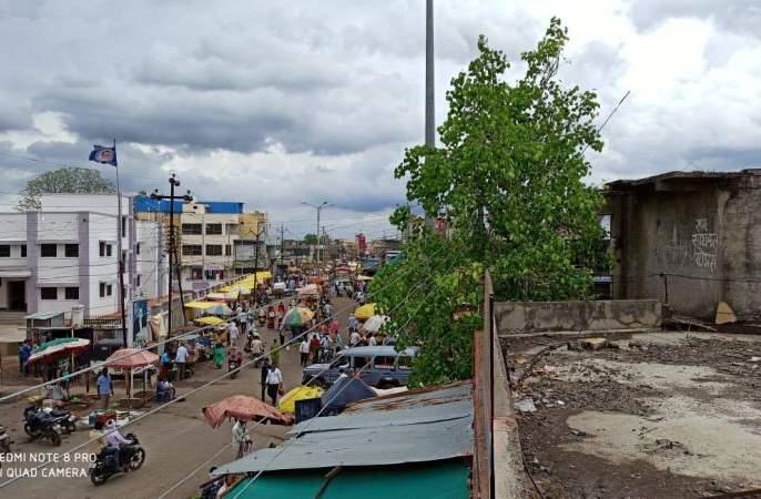 Market at Risod, Malegaon is abuzz! | रिसोड, मालेगाव येथील बाजारपेठ गजबजली !