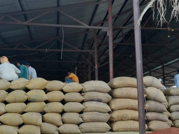 Risod Bazar committee director, Tejrao Wankhede step down! | रिसोड बाजार समिती संचालक पदावरून तेजराव वानखेडे पायउतार !
