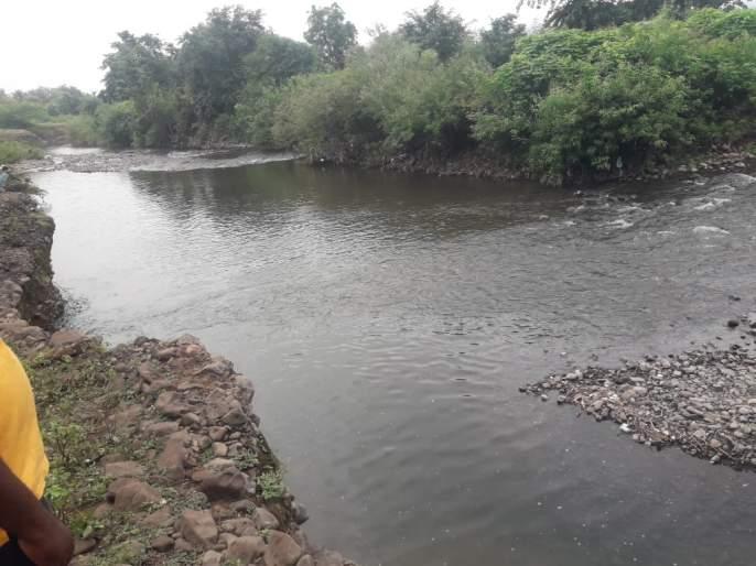 A man from Sakharkheda was swept away in the Borkhed river | बोरखेड नदीत साखरखेर्डा येथील एक जणवाहून गेला