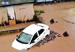 Heavy rains disrupt life | मुसळधार पावसाने जनजीवन विस्कळीत