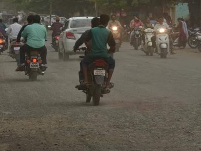 Construction of unpaved roads; Bandage on the eyes of the Municipal corporation | हद्दवाढ क्षेत्रात दर्जाहीन रस्त्यांचे निर्माण; मनपाच्या डोळ्यांवर पट्टी
