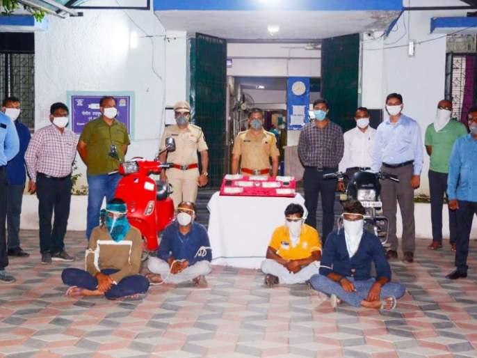 Four accused arrested for looting Rs 18 lakh: Seven lakh cash seized   १८ लाखांच्या लुटमारीचा छडा चार आरोपी गजाआड : पावणे सात लाखांची रोकडही जप्त