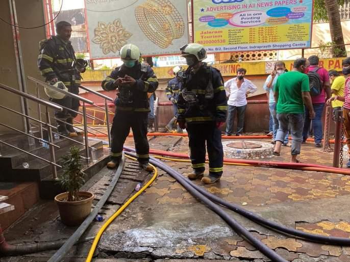 Robot Extinguished fires shopping center at Borivali; Lots of smoke is the biggest obstacle | रोबोने विझविली बोरिवली येथील शॉपिंग सेंटरची आग; धुराचे लोट सर्वात मोठा अडथळा