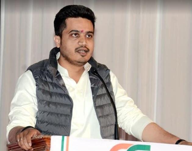 NCP leader Rohit Pawar demand to Modi government to reduce cess on petrol diesel   ...म्हणून पेट्रोल-डिझेलवरील सेस कमी करावा, रोहित पवारांची मोदी सरकारकडे मागणी