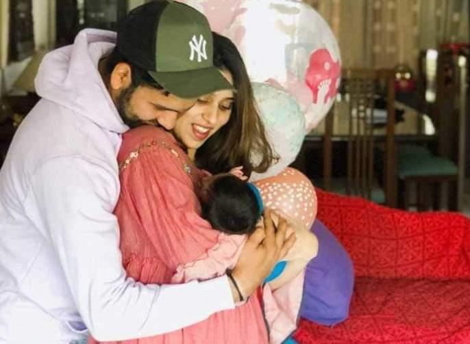 WATCH: Rohit Sharma spends time with his daughter; Ritika Sajdeh also shares an adorable video | रोहित शर्माने समायरासह घालवला वेळ, रितिकाने शेअर केला व्हिडीओ...