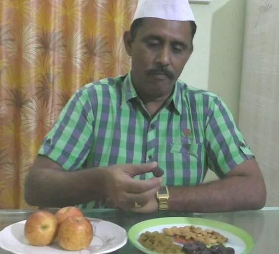 Hindu Forest officer in Buldhana keepin Roza in place of his Muslim Driver | ...म्हणून मराठमोळ्या वनाधिकाऱ्याने मुस्लिम ड्रायव्हरसाठी पाळले रोजे
