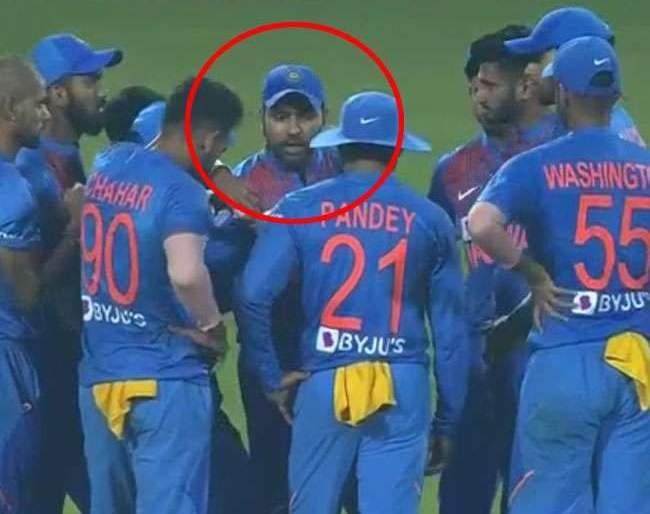 During the third match, Rohit sharma called a meeting and ... | तिसऱ्या सामना सुरु असताना रोहितने बोलवली मिटींग आणि ...