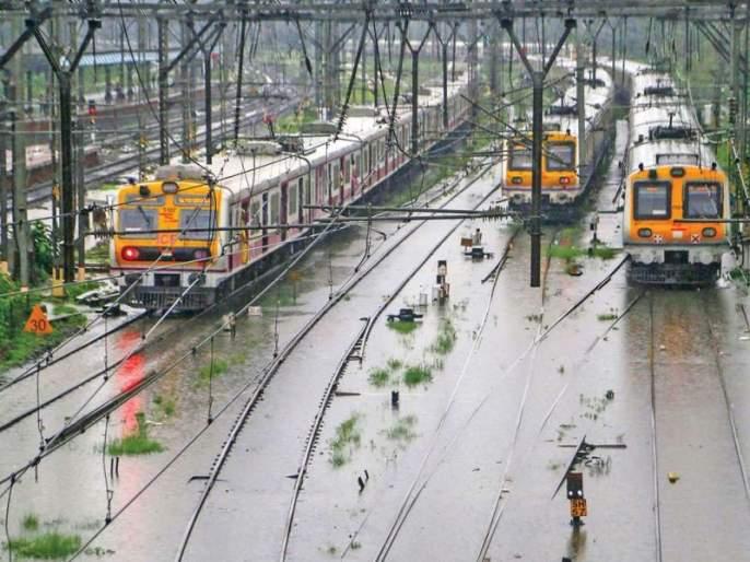 Impact of torrential rains on local services in essential services; West, in, Learn the status of the Harbor Railway | अत्यावश्यक सेवेतील लोकललाही पावसाचा फटका; जाणून घ्या पश्चिम,मध्य अन् हार्बर रेल्वेची स्थिती