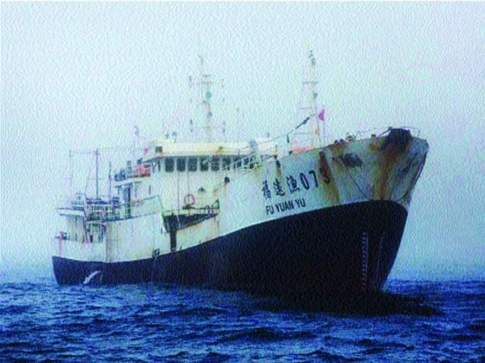10 Chinese fishing boats infiltrate into Ratnagiri sea? | मासेमारी करणाऱ्या १० चिनी जहाजांची रत्नागिरी समुद्रात घुसखोरी?