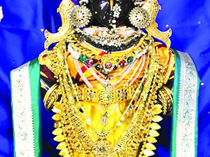 Two and a half kg gold sari to Rukminimat of Pandharpur | पंढरपूरच्या रुक्मिणीमातेस अडीच किलो सोन्याची साडी