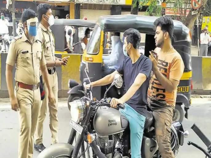 Most of the citizens in Pimpri walk without masks, the police have cracked down on 324 people | पिंपरीत बहुतांश नागरिक फिरतात विनामास्क, पोलिसांकडून तब्बल ३२४ जणांवर कारवाईचा बडगा