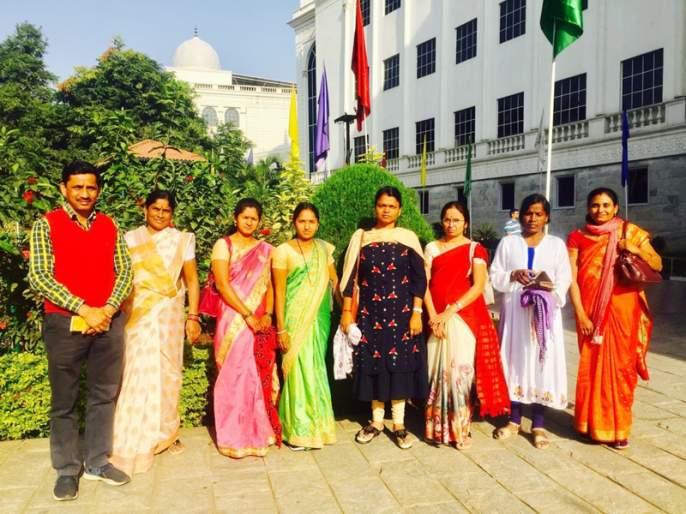 Five Sarpanchs of Solapur district have made the move to Kurukshetra | कुरुक्षेत्रला जाण्यासाठी सोलापूर जिल्ह्यातील पाच सरपंचांनी केला विमानप्रवास