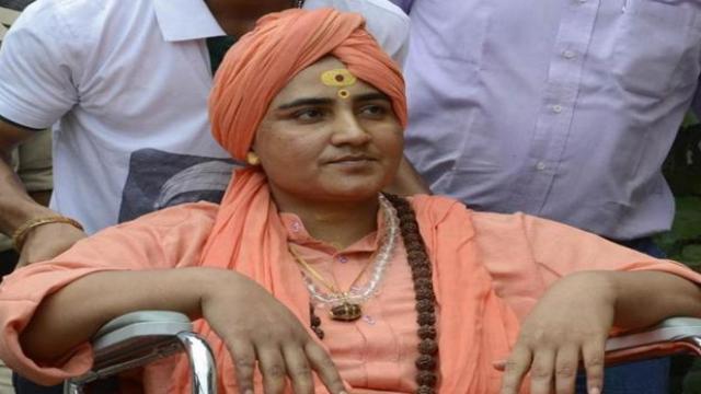 MP Pragya Thakur suffers from stomach pain; To be present in NIA court tomorrow | कोर्टात हजर राहण्याची तारीख येताच प्रज्ञा सिंहांच्या पोटात दुखू लागले