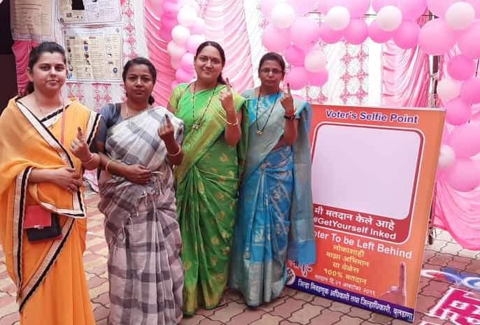 Excitement of women at Sakhi polling station | सखी मतदान केंद्रावर महिलांचा उत्साह