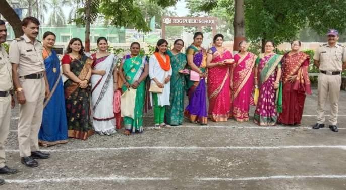 Sakhi Manch's Raksha Bandhan celebrated with police | सखी मंचच्या रक्षाबंधनाने पोलीसदादा भारावले