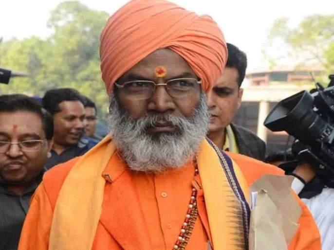 lok sabha election 2019 bjp mp sakshi maharaj skips queue casts his vote in unnao | रांग मोडून मतदान; साक्षी महाराजांच्या मुजोरीमुळे मतदार संतप्त