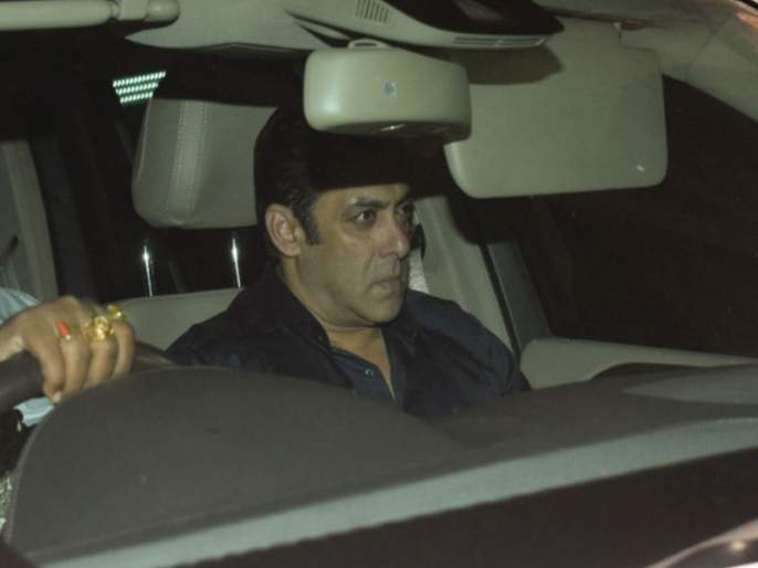 salman khan broke down after seeing sridevis deathbody | Sridevi Funeral: श्रीदेवींचं पार्थिव पाहून रडू लागला सलमान खान