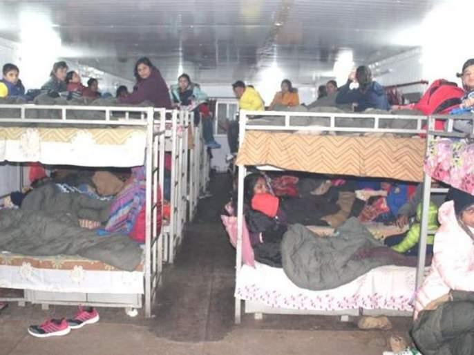 Sikkim: Indian Army rescues 2500 tourists after heavy snowfall near Nathu La | 'सॅल्यूट' इंडियन आर्मी... बर्फाळ प्रदेशात अडकेल्या 2500 पर्यटकांची सुखरुप सुटका
