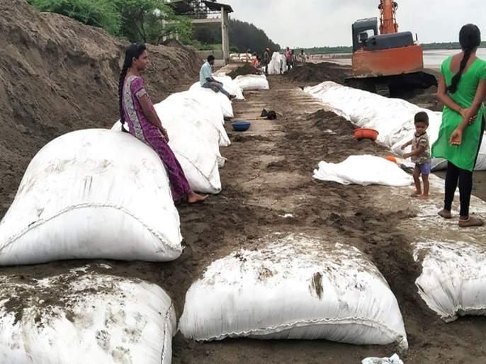 Construction of sand dams on experimental basis | प्रायोगिक तत्त्वावर वाळूचे बंधारे उभारणार