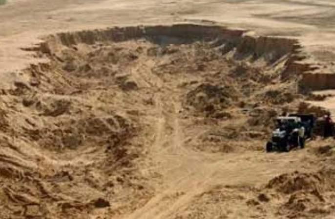 Two officials suspended in Jalna for helping sand mafia | जालन्यात वाळूमाफियांशी सलगी करणारे दोन अधिकारी निलंबित