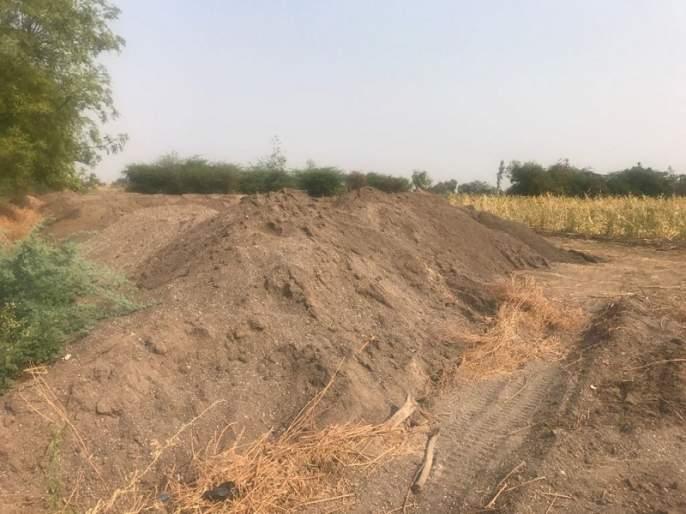 Parbhani: Three tractors of sand caught | परभणी : वाळूचे तीन ट्रॅक्टर पकडले