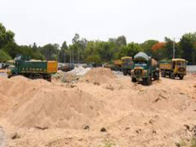 Vehicles abandoned prior to criminal action against illegal sand transportation in Pathari | अवैध वाळू वाहतुकीवर दंडात्मक कारवाई करण्यापूर्वीच सोडली वाहने