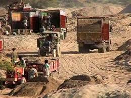 Government's new policy on illegal sand; one lack penalty for a truck | अवैध वाळूवर शासनाचे नवे धोरण; एका ट्रकवर लागणार एक लाखाचा दंड