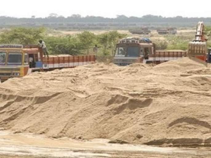 Action against sand smugglers; A fine of Rs 11 lakh in a month | वाळू तस्करांवर कारवाई; एका महिन्यात अकरा लाखांचा दंड
