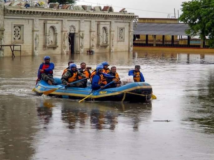 'Jito' donates half a crore to flood victims | 'जितो'ने पूरग्रस्तांना केली अडीच कोटींची मदत