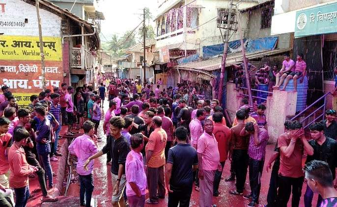 Thousands of devotees from Ratnagiri district celebrate Jakhmata Devi's sprint festival in Sangameshwar | संगमेश्वरात रंगला जाखमाता देवीचा शिंपणे उत्सव-रत्नागिरी जिल्ह्यातून हजारो भाविक सहभागी