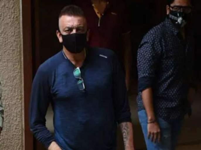 Sanjay Dutt asks photographers to wear mask outside his house   VIDEO : संजय दत्तने मास्कवरून घेतली फोटोग्राफर्सची शाळा, म्हणाला - मास्क लगा ना...