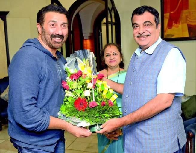Sunny Deol visits Gadkari in Nagpur | सनी देओल यांनी घेतली नागपुरात गडकरींची भेट