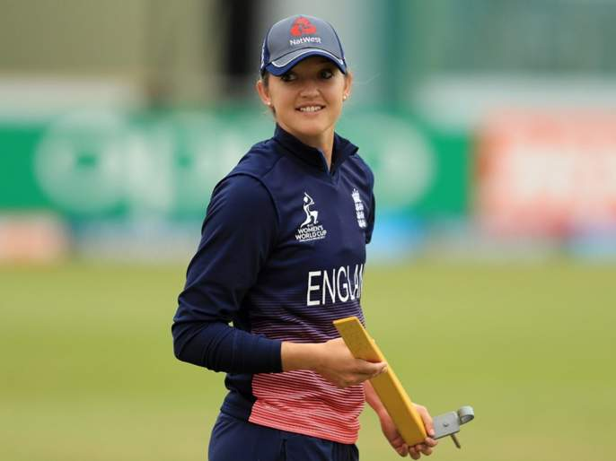 Sarah Taylor bares it all on Instagram, reveals the reason for posting her nude image   महिला क्रिकेटपटूची 'बोल्ड' कामगिरी; जनजागृतीसाठी विवस्त्र फोटोशूट