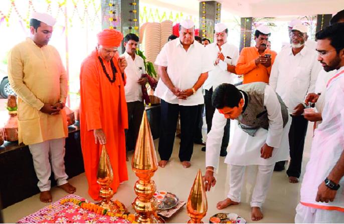 Hassan Mushrif for the welfare of Gorigrib, Jhatta-Shivalinghwar Mahaswamiji | हसन मुश्रीफ गोरगरिबांच्या कल्याणासाठी झटले-शिवलिंगेश्वर महास्वामीजी