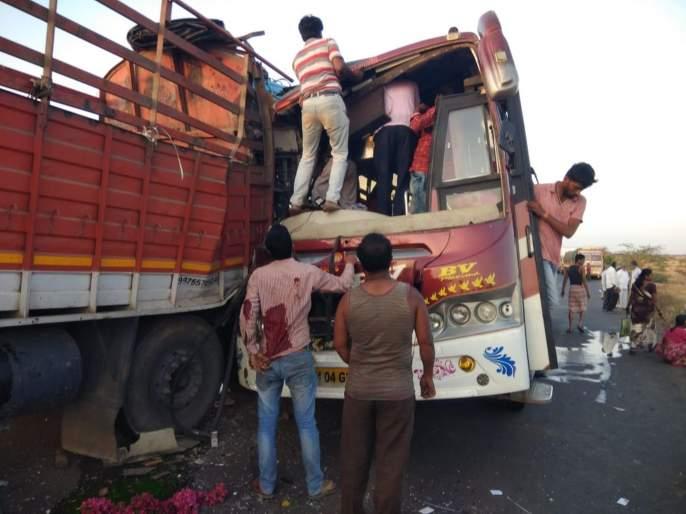 one died ten injured in bus accident in satara   देवदर्शनला जाताना लक्झरी बसला अपघात; एकाचा मृत्यू, दहा जखमी
