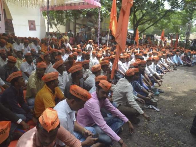 Maratha Reservation Protest in satara   Maratha Reservation : सातारा जिल्ह्यात रास्ता रोको, जाळपोळीप्रकरणी २४ जणांवर गुन्हा