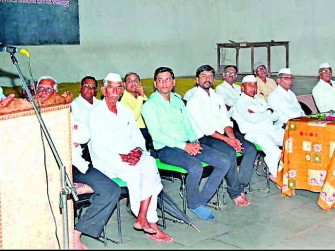 IAS Manoj Mahajan was honored at Pimpalgaon Hareshwar | आयएएस मनोज महाजन यांचा पिंपळगाव हरेश्वर येथे सत्कार