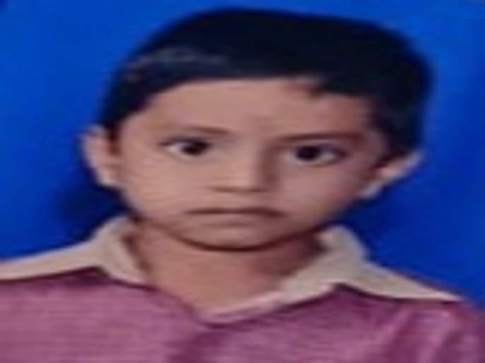 A child from Shrigonda taluka was killed in a leopard attack in Ashti; Went to grandpa on vacation | आष्टीतील बिबट्याच्या हल्ल्यात श्रीगोंदा तालुक्यातील मुलाचा बळी; काकाबरोबर गेला होता शेतात
