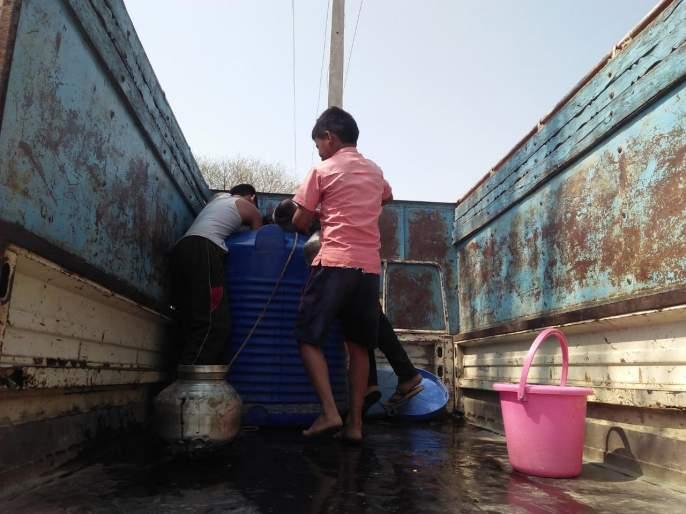 Water scarcity in MP Dattak village | खासदार भावना गवळी यांनी दत्तक घेतलेल्या सायखेड्यात पाणीटंचाई